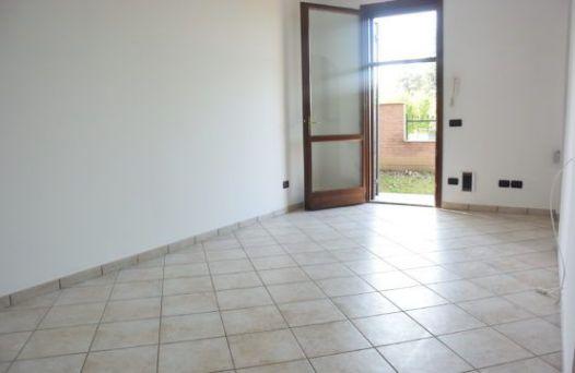 Appartamento con due camere e giardino privato. Rif:L736