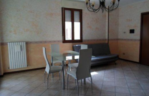 Appartamento con 2 camere matrimoniali e garage. Rif:L625