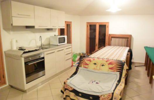 Appartamento con 1 camera arredato senza spese di condominio. Rif: L1025