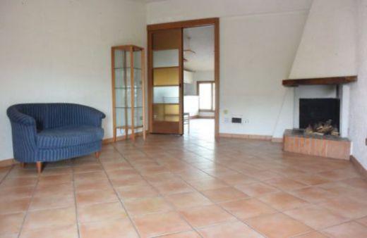 Appartamento con 3 camere arredato.Rif:L716