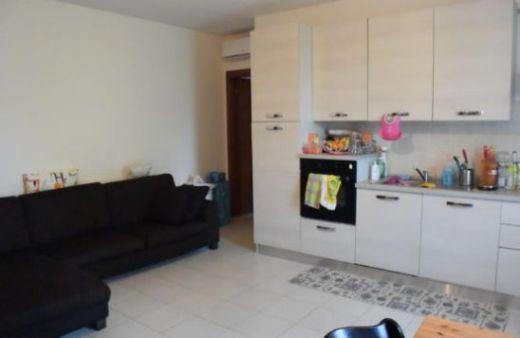 Appartamento non arredato con 2 camere da letto. Rif:L575