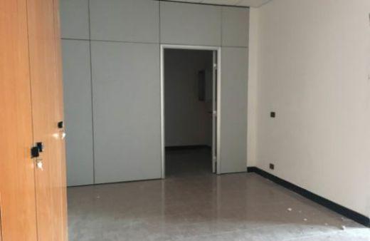 Ufficio/negozio al piano terra di 60 mq con vetrina e servizi. Rif:L845