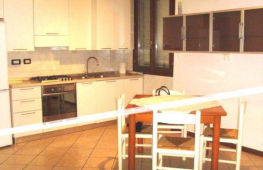 Appartamento al piano terra con 1 camera e garage. Rif:A454