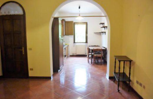 Appartamento con 1 camera arredato con cantina e posto auto.Rif:L496
