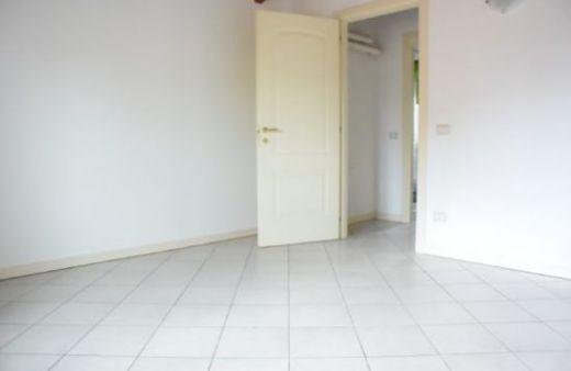 Appartamento con 1 camera non arredato. Rif:L1039