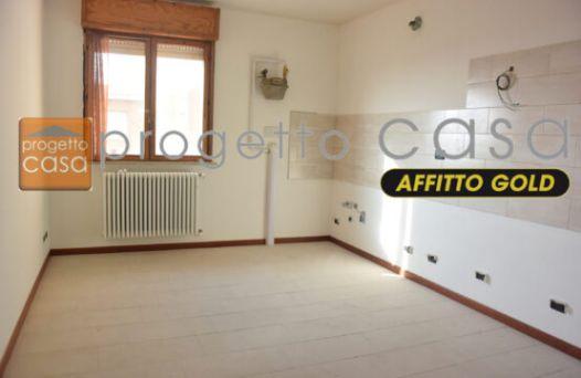 Appartamento con 3 camere e garage. Rif:L956