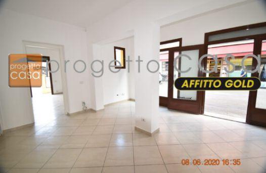Ufficio / Negozio al piano terra con vetrine e servizi. Rif: L280