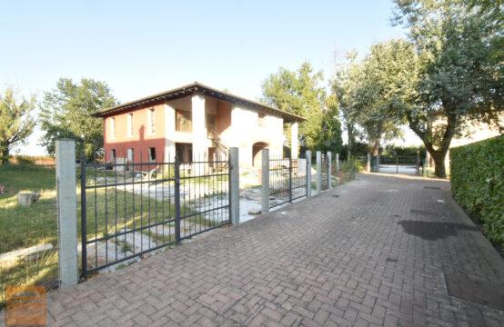 PORZIONE DI BIFAMILIARE AL GREZZO CON  AMPIO GIARDINO PRIVATO- RIF. V122